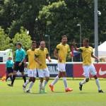 Zeca comemorando o primeiro gol do Brasil na partidaresize
